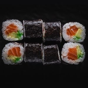 435. Avokado Sake Maki Roll (8 Adet)